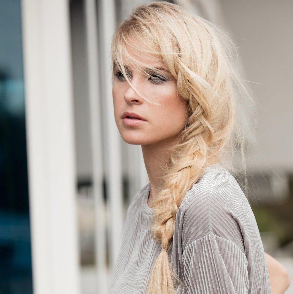 capelli umidità treccia laterale