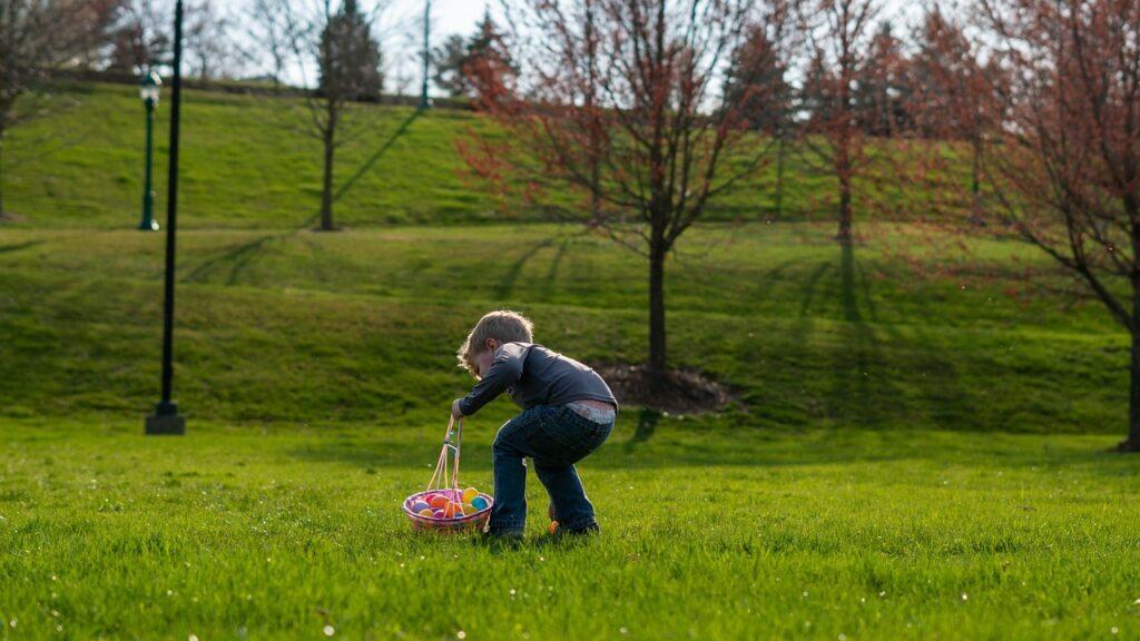 caccia alle uova di pasqua min